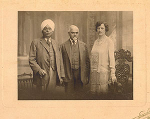 Prominent-Degnitaries/Lala-Lajpatrai with-Mr. _ Mrs.Rana-at-residence-of-Ranaji-in-Paris/thumb/scan0001-Thumb.jpg