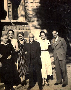 Ranaji-with-his-German-family-and-Friends/thumb/germanfamily11.jpg